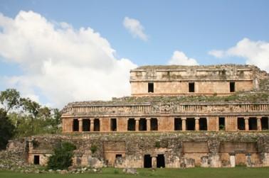 Imagen 7. Gran Palacio de Sayil. Fotografía. Juan Carlos Mansur Garda.